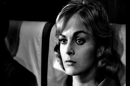 La bella Letícia Román in una scena del thriller La ragazza che sapeva troppo