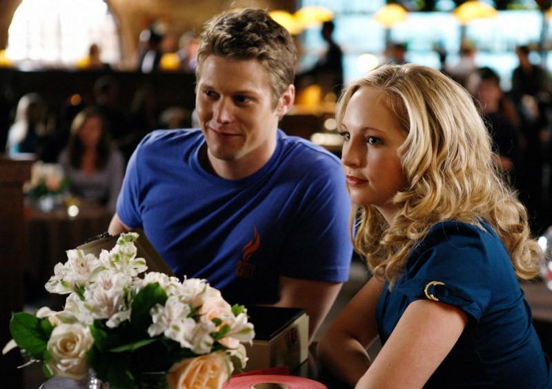 Una scena di: A Few Good Men con Matt (Zach Roerig) e Caroline (Candice Accola)