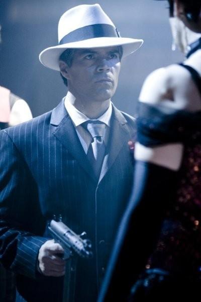 Caprica: Esai Morales nell'episodio Ghosts in the Machine