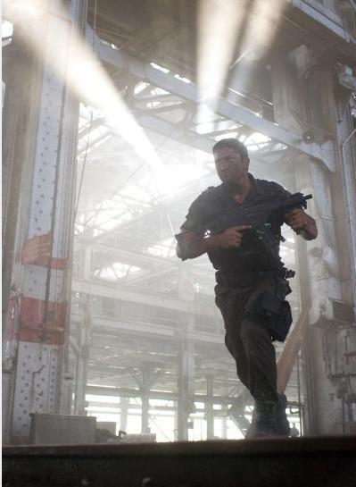 Gerard Butler in fuga nel film Gamer