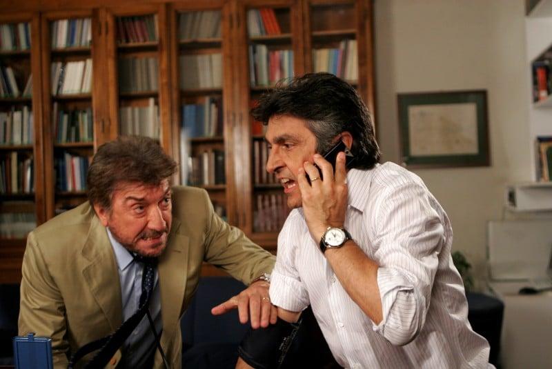Gigi Proietti e Vincenzo Salemme in una scena de La vita è una cosa meravigliosa