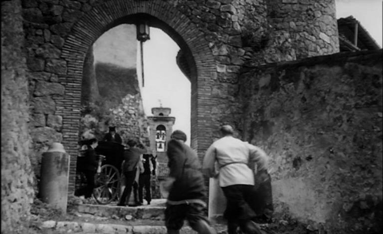 Una scena di massa del film La maschera del demonio (1960)