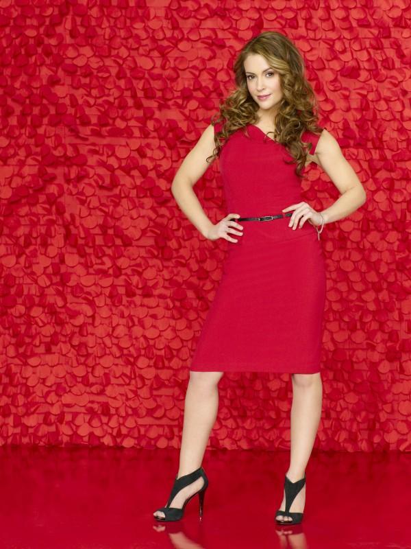 Alyssa Milano è Rebecca Thomas in una foto promozionale della serie Romantically Challenged
