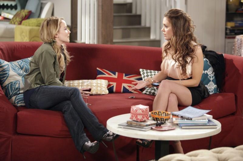Kelly Stables ed Alyssa Milano nell'episodio Rebecca's One Night Stand di Romantically Challenged