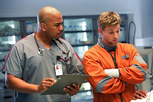 Mike Vogel ed Omar Gooding nel pilot di Miami Medical