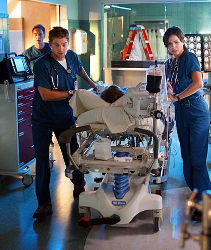 Mike Vogel, Jeremy Northam e Lana Parrilla nel pilot di Miami Medical