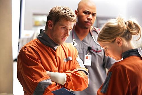 Mike Vogel, Omar Gooding ed Elisabeth Harnois nel pilot di Miami Medical