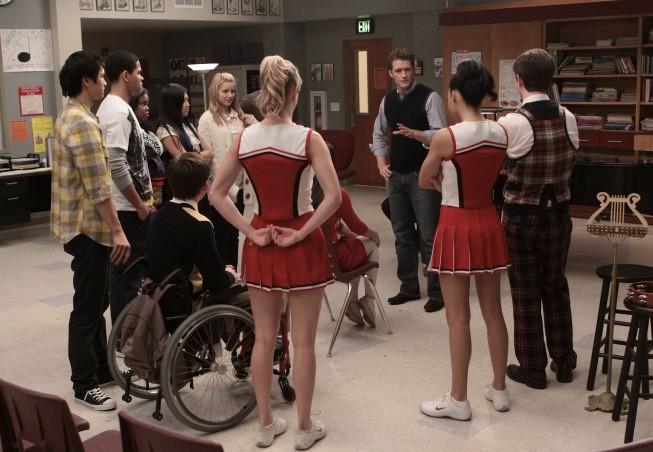 Un momento delle prove nell'episodio Hell-O di Glee
