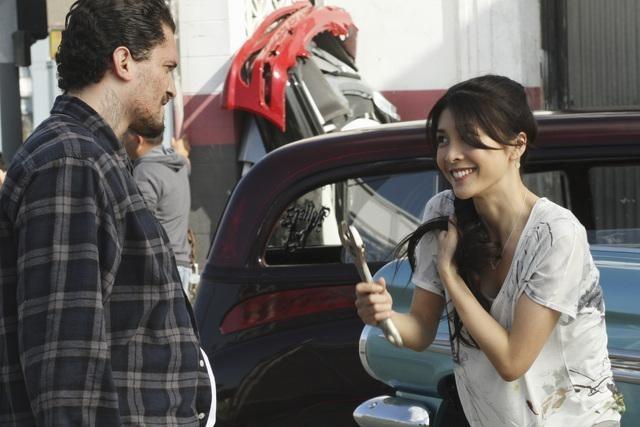 Yuko Takeuchi e Vinicius Machado nell'episodio Queen Sacrifice di FlashForward