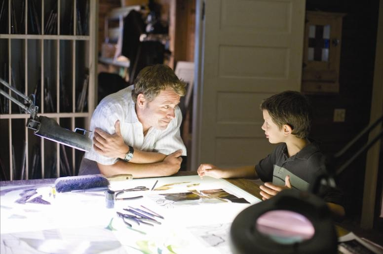 Greg Kinnear e Bobby Coleman in una scena di The Last Song