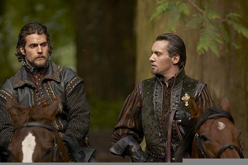 I Tudors: Henry Cavill e Jonathan Rhys Meyers in una scena della premiere della stagione 4