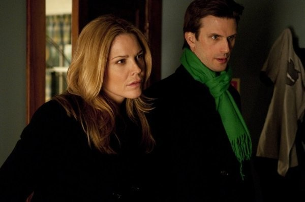 In Plain Sight: Fred Weller e Mary McCormack in una scena dell'episodio Father Goes West