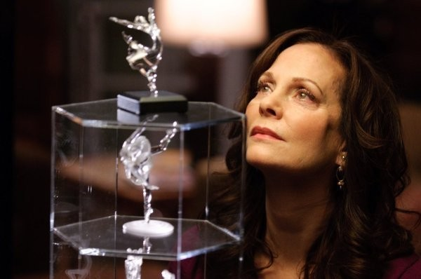 In Plain Sight: Lesley Ann Warren nell'episodio Father Goes West