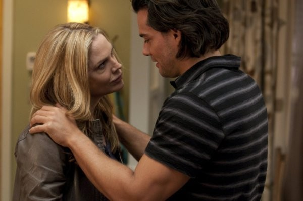 In Plain Sight: Mary McCormack e Cristian de la Fuente nell'episodio Coma Chameleon