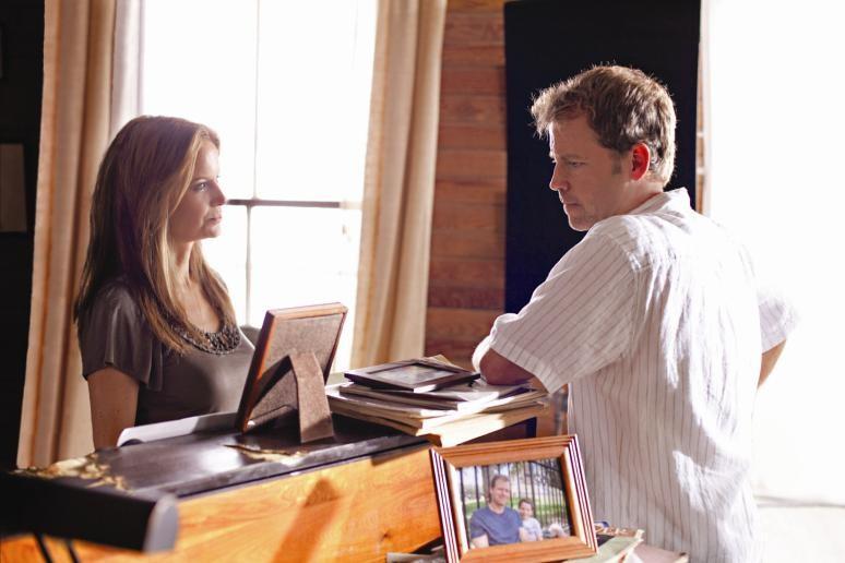 Kelly Preston e Greg Kinnear in una scena di The Last Song