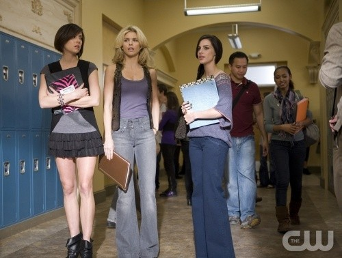 90210: Jessica Stroup, AnnaLynne McCord e Jessica Lowndes in una scena dell'episodio Clark Raving Mad
