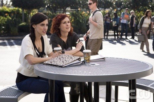 90210: Rumer Willis e Jessica Lowndes nell'episodio Clark Raving Mad