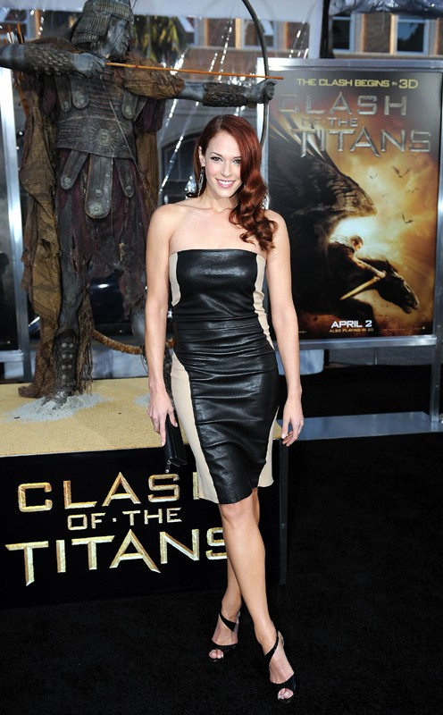 Amanda Righetti posa per i fotografi alla premiere del film Clash of the Titans, a Los Angeles, Marzo 2010