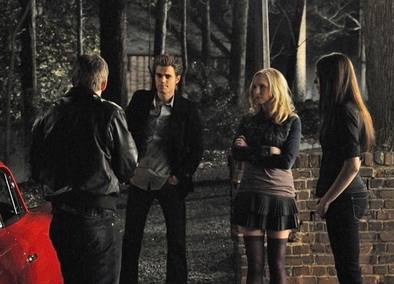Elena (Nina Dobrev) e Stefan (Paul Wesley) ad un doppio appuntamento con Caroline (Candice Accola) e Matt (Zach Roerig) in: There Goes the Neighborhood di Vampire Diaries