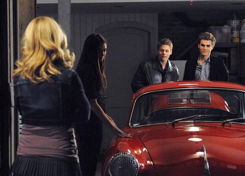 Stefan (Paul Wesley) mostra la sua 'vecchia' auto nell'episodio There Goes the Neighborhood di The Vampire Diaries