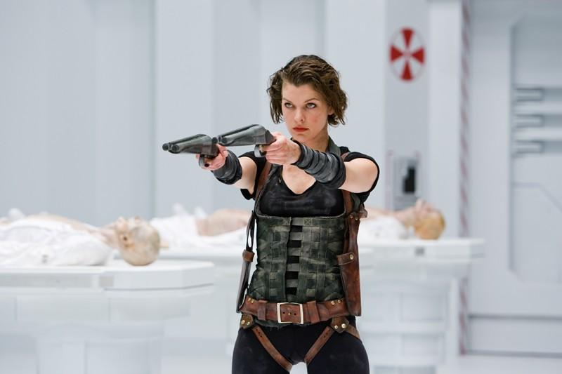 Alice (Milla Jovovich) nei laboratori della Umbrella Corporation nel film Resident Evil: Afterlife