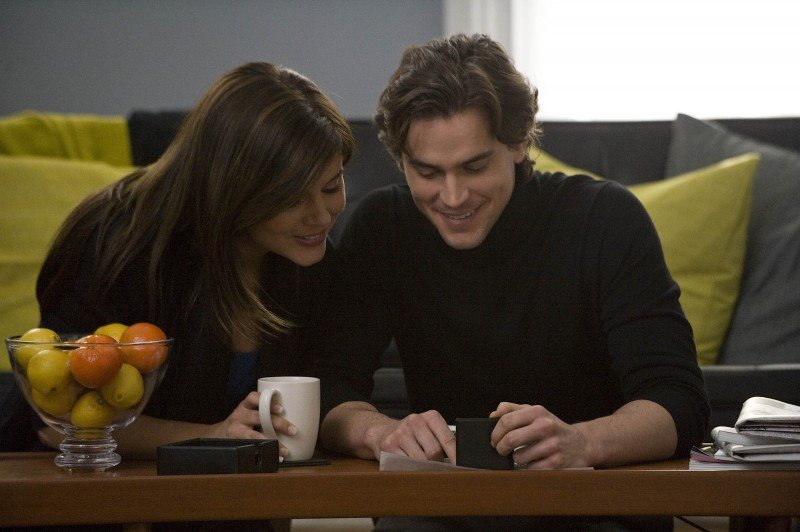 White Collar: Matthew Bomer e Tiffani Thiessen in una scena della serie
