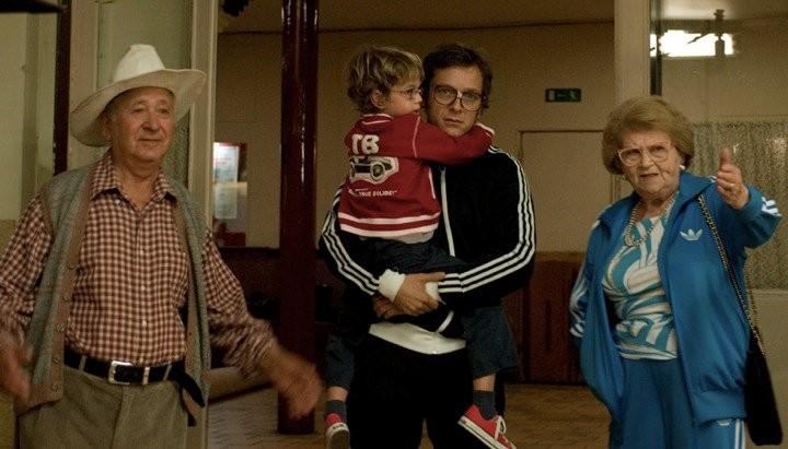 Abraham Leber, Jonathan Zaccaï, il piccolo Nassim Ben Abdeloumen e Irène Herz in un'immagine del film Simon Konianski