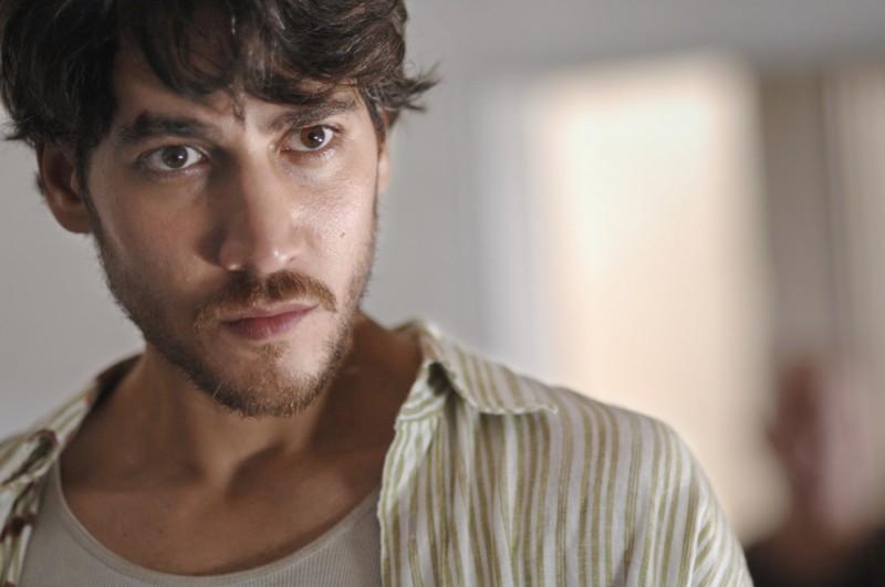 Alberto Ammann in un'immagine del film Cella 211