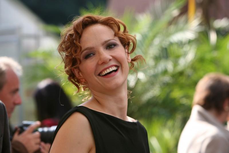 Camilla Filippi nell'episodio Se stasera sono qui di Tutti pazzi per amore 2
