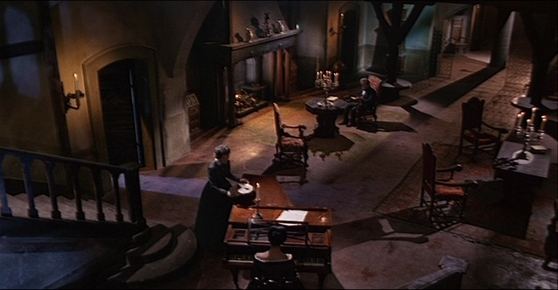 Daliah Lavi con Harriet Medin e Gustavo De Nardo in una scena del film La frusta e il corpo
