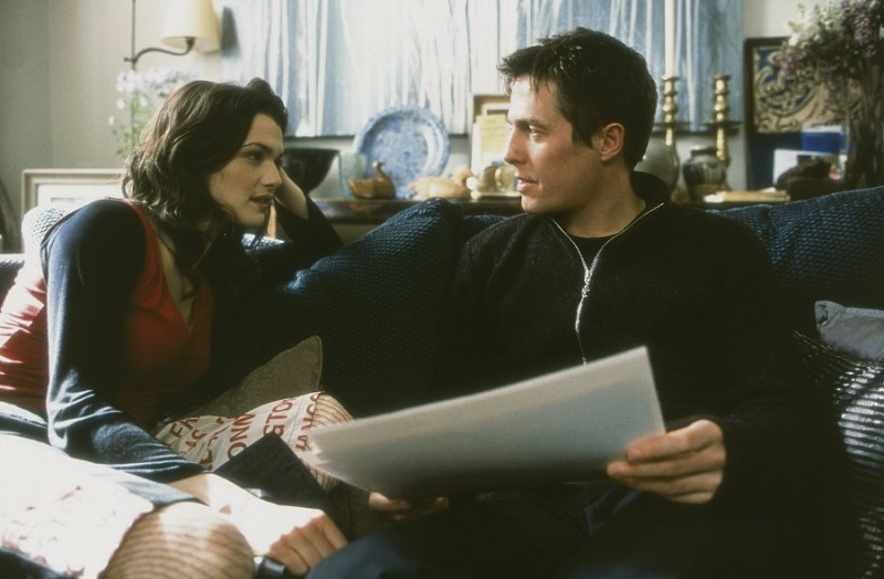 Hugh Grant (Will) e Rachel Weisz (Rachel) in una scena del film About a Boy (2002)
