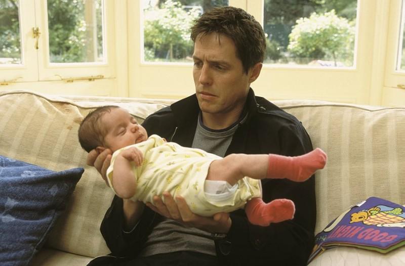 Hugh Grant (Will) in una scena di About a Boy