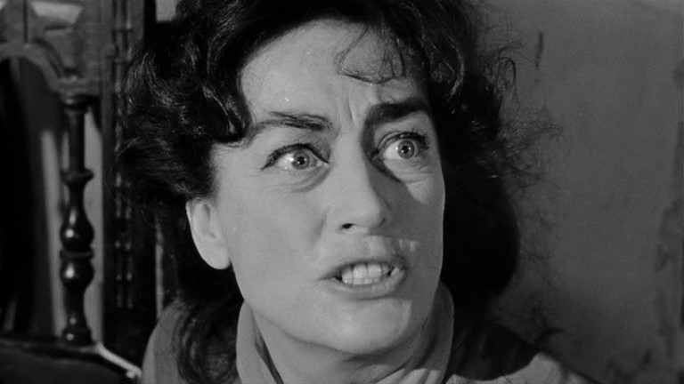 Joan Crawford in una scena del film Che fine ha fatto Baby Jane?