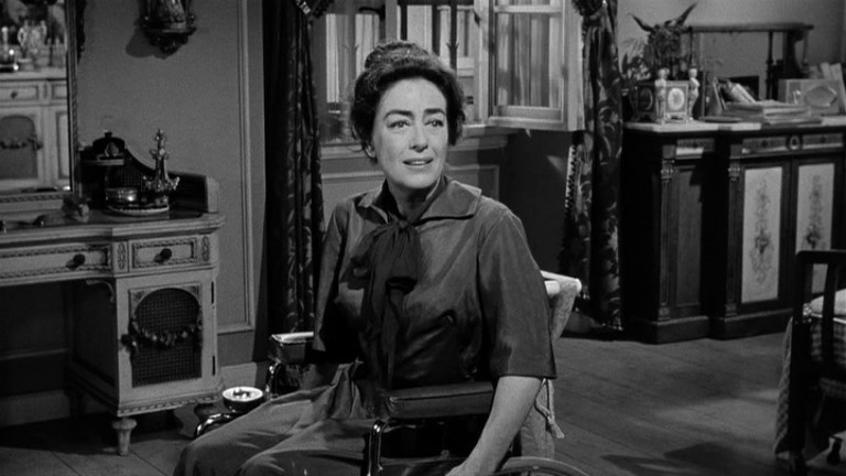 Joan Crawford in una scena del film Che fine ha fatto Baby Jane?