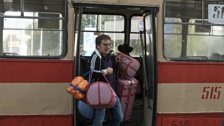 Jonathan Zaccaï in una divertente immagine del film Simon Konianski
