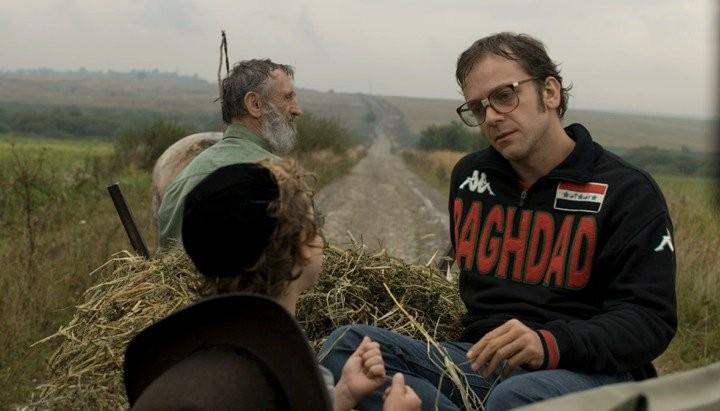 Jonathan Zaccaï in una scena del film Simon Konianski