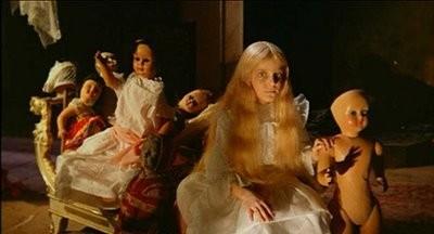 L'inquietante Melissa (il piccolo Valerio Valeri) in una sequenza del film Operazione paura (1966)