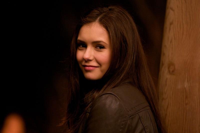 Nina Dobrev in una scena del primo episodio di The Vampire Diaries
