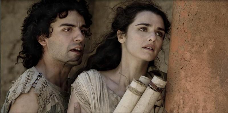 Oscar Isaac e Rachel Weisz in una scena del film Agora