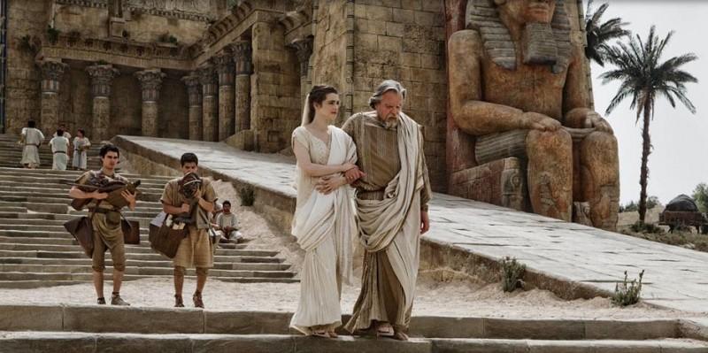 Rachel Weisz e Michael Lonsdale in una scena del film Agora