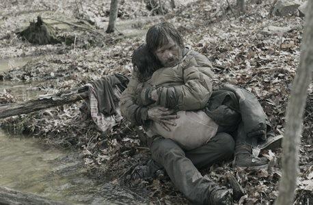 Un'intensa immagine di Viggo Mortensen e Kodi Smit-McPhee dal film The Road