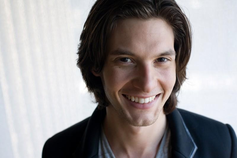 Un sorridente Ben Barnes
