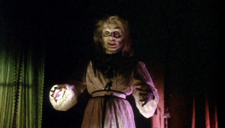 Una inquietante scena dell\'episodio La goccia d\'acqua del film I tre volti della paura (1963)