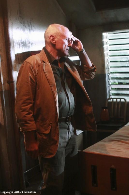 Alan Dale in una scena dell'episodio Happily Ever After di Lost