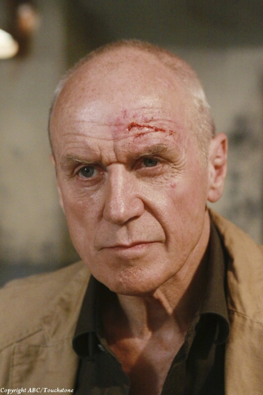 Alan Dale nell'episodio Happily Ever After di Lost