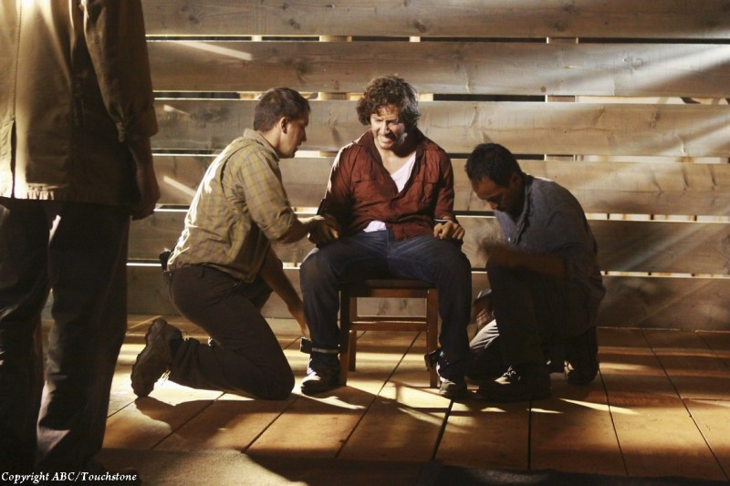 Henry Ian Cusick in un momento dell'episodio Happily Ever After di Lost