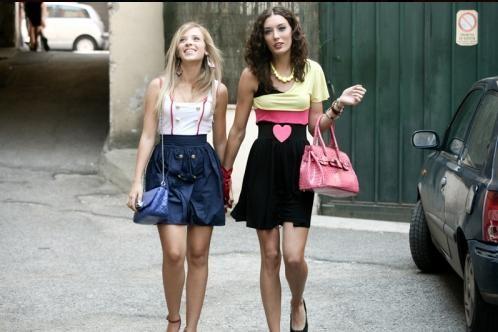 Laura Adriani e Nausicaa Benedettini in un'immagine del film Piazza Giochi