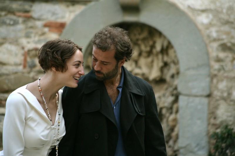 Francesca Inaudi e Fabio Volo in una scena del film Matrimoni e altri disastri