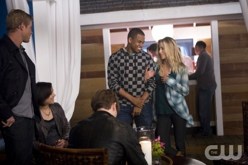 Gillian Zinser e Tristan Wilds nell'episodio Sweaty Palms and Weak Knees di 90210