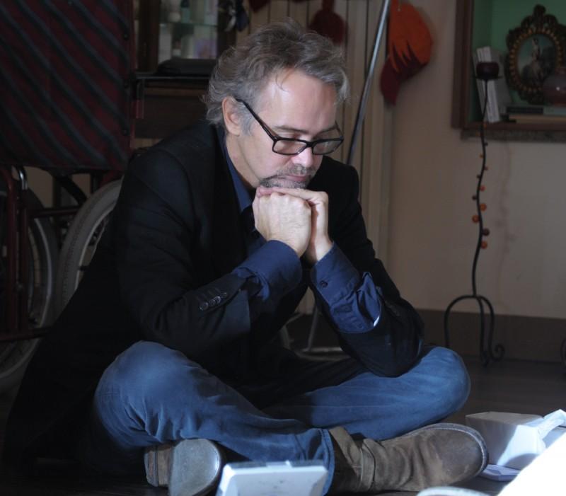 Il regista Gianfrancesco Lazotti sul set del suo film Dalla vita in poi